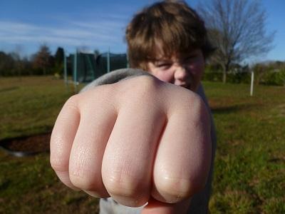 dlaczego-dzieci-bywaja-agresywne